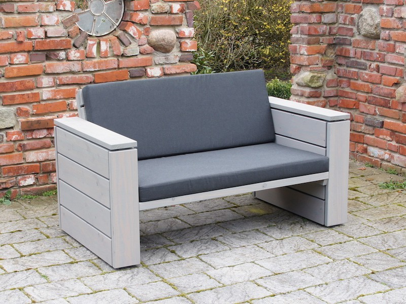 lounge sofa 2 sitzer zeitlose loungem bel aus heimischem holz. Black Bedroom Furniture Sets. Home Design Ideas