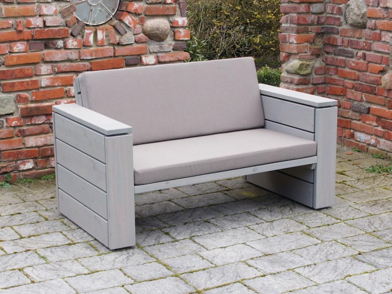 lounge sofa 2 sitzer zeitlose loungem bel aus heimischem. Black Bedroom Furniture Sets. Home Design Ideas