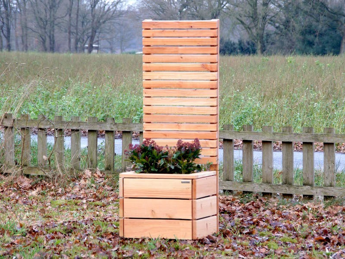 pflanzkasten mit sichtschutz heimisches holz made in. Black Bedroom Furniture Sets. Home Design Ideas