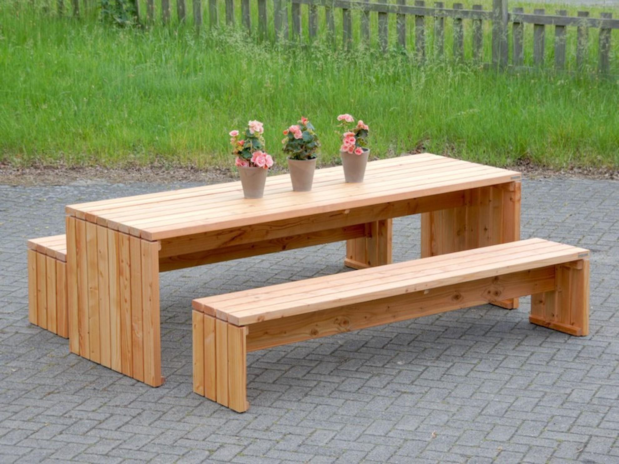 Teakholz Gartenmobel Rustikal : Gartentisch  Zeitlose Gartenmöbel aus heimischem Holz